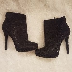 REPORT SIGNATURE Crystal booties